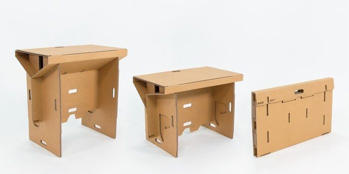 Refold - ausklappbarer Schreibtisch aus Pappe