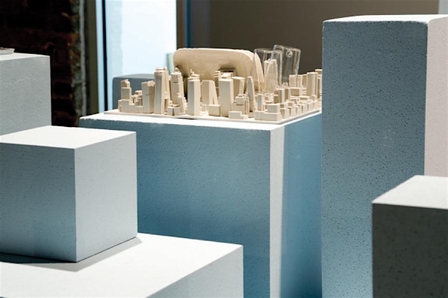 Luca Nichetto entwirft die Inception Ablage für Geschirr / den Schreibtisch